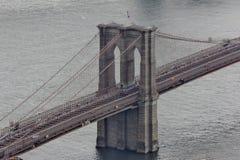 Εξέταση της γέφυρας του Μπρούκλιν από το Λόουερ Μανχάταν Στοκ εικόνα με δικαίωμα ελεύθερης χρήσης