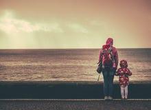 Εξέταση τη θάλασσα Στοκ φωτογραφία με δικαίωμα ελεύθερης χρήσης