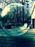 Εξέταση τον ερχόμενο χειμώνα μέσω μιας φυσαλίδας Στοκ εικόνα με δικαίωμα ελεύθερης χρήσης