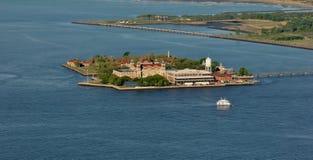 Εξέταση του νησιού του Ellis από το Λόουερ Μανχάταν Στοκ Φωτογραφία