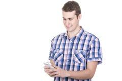 Εξέταση το έξυπνο τηλέφωνό του Στοκ εικόνα με δικαίωμα ελεύθερης χρήσης