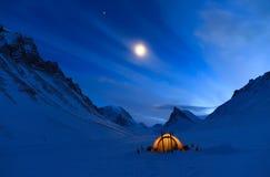 Εξέταση το νυχτερινό ουρανό Στοκ Εικόνες