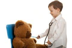 εξέταση teddybear Στοκ φωτογραφία με δικαίωμα ελεύθερης χρήσης