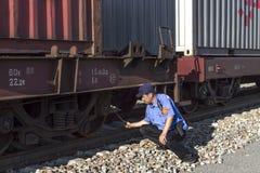 Εξέταση truck τραίνων εμπορευματοκιβωτίων Στοκ φωτογραφίες με δικαίωμα ελεύθερης χρήσης