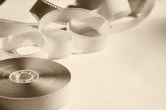 Εξέλικτρο κινηματογραφήσεων σε πρώτο πλάνο με μια αρνητική ταινία στοκ φωτογραφία