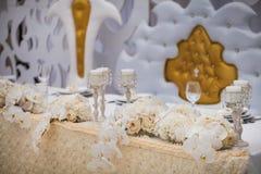 Εξαίσια διακοσμημένη ρύθμιση γαμήλιων πινάκων στοκ εικόνα με δικαίωμα ελεύθερης χρήσης