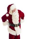 Εξαγριωμένος Άγιος Βασίλης που στέκεται με τα χέρια στα ισχία Στοκ Εικόνες