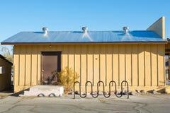 Εξαεριστήρας αέρα στη στέγη του εργοστασίου Φυσικοί εξαεριστήρες ο στεγών Στοκ εικόνες με δικαίωμα ελεύθερης χρήσης