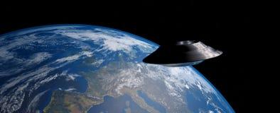 Εξαιρετικά λεπτομερής και ρεαλιστική τρισδιάστατη εικόνα υψηλής ανάλυσης ενός UFO/μιας πετώντας βάζοντας σε τροχιά γης πιατακιών  ελεύθερη απεικόνιση δικαιώματος