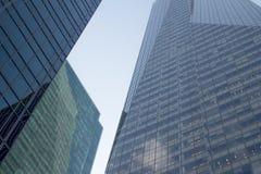 Εξαιρετικά σύγχρονοι πύργοι γυαλιού πόλεων της Νέας Υόρκης πάρκων ουρανοξυστών bryant Στοκ Εικόνες