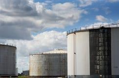 δεξαμενές αποθήκευσης εργοστασίων πετροχημικών πετρελαίου βιομηχανίας Στοκ Φωτογραφία