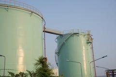δεξαμενές αποθήκευσης εργοστασίων πετροχημικών πετρελαίου βιομηχανίας Στοκ Φωτογραφίες