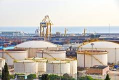 Δεξαμενές πετρελαίου στο λιμένα στη Βαρκελώνη Στοκ εικόνα με δικαίωμα ελεύθερης χρήσης
