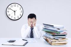 Εξαντλημένος νέος επιχειρηματίας Στοκ Εικόνες