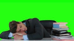 Εξαντλημένος ύπνος επιχειρηματιών στο γραφείο απόθεμα βίντεο
