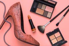 Εξαρτήματα γυναικών σχεδίου μόδας καλλυντικό makeup Στοκ φωτογραφία με δικαίωμα ελεύθερης χρήσης