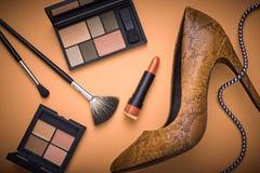 Εξαρτήματα γυναικών σχεδίου μόδας καλλυντικό makeup Στοκ Φωτογραφία