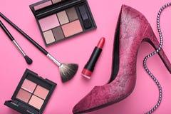 Εξαρτήματα γυναικών σχεδίου μόδας καλλυντικό makeup Στοκ φωτογραφίες με δικαίωμα ελεύθερης χρήσης