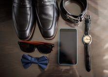 Εξαρτήματα επιχειρηματιών Ύφος ατόμων ` s Εξαρτήματα ατόμων ` s: Πεταλούδα ατόμων ` s, παπούτσια ατόμων ` s, ρολόγια ατόμων ` s στοκ εικόνα