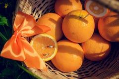 Εξαρτήματα και διακόσμηση για τον πορτοκαλή γάμο σας Στοκ Εικόνες