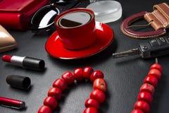 Εξαρτήματα και καφές γυναικών Στοκ Εικόνες