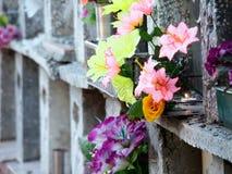 Εξασθενίστε την πυράκτωση στο παλαιό columbarium στοκ εικόνες