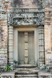 Εξασθενίστε την πύλη ενός ναού στοκ φωτογραφία