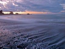 εξασθενισμένα παραλία κύμ& Στοκ Φωτογραφίες