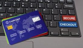 Εξασφαλίστε τον έλεγχο που γράφεται στα κλειδιά πληκτρολογίων με τις πιστωτικές κάρτες Στοκ Φωτογραφία