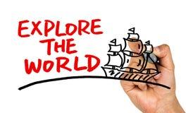 Εξερευνήστε το χέρι παγκόσμιας έννοιας επισύροντας την προσοχή στο whiteboard στοκ φωτογραφία με δικαίωμα ελεύθερης χρήσης