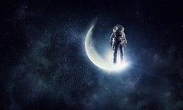 Εξερευνητής αστροναυτών στον ουρανό Μικτά μέσα ελεύθερη απεικόνιση δικαιώματος