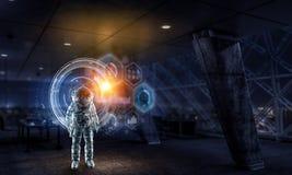 Εξερευνητής αστροναυτών στο εργαστήριο Μικτά μέσα απεικόνιση αποθεμάτων