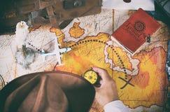Εξερευνητής που ψάχνει το θησαυρό Στοκ Εικόνα