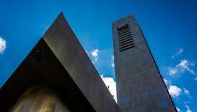 Εξετάζοντας επάνω ένα ψηλό κτίριο στη Βοστώνη, Μασαχουσέτη Στοκ φωτογραφίες με δικαίωμα ελεύθερης χρήσης