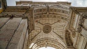 Εξετάζοντας επάνω το τόξο Αουγκούστα, Arc de Triomphe, Λισσαβώνα, Πορτογαλία Η Λισσαβώνα είναι ηπειρωτική πιό δυτικότατη πρωτεύου Στοκ εικόνα με δικαίωμα ελεύθερης χρήσης