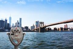 Εξετάζοντας πόλη Μανχάταν της Νέας Υόρκης γεφυρών του Μπρούκλιν γεφυρών παρατήρησης Στοκ φωτογραφίες με δικαίωμα ελεύθερης χρήσης