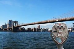 Εξετάζοντας πόλη της Νέας Υόρκης γεφυρών του Μπρούκλιν γεφυρών παρατήρησης Στοκ Φωτογραφίες
