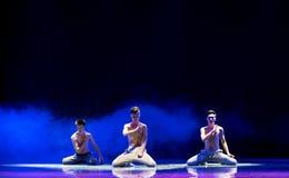 εξετάστε καρδιά-ισχυρό κάποιου ο άτομο-εθνικός λαϊκός χορός Στοκ εικόνες με δικαίωμα ελεύθερης χρήσης