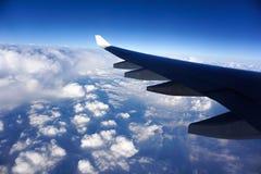 Εξετάστε τα σύννεφα στο αεροπλάνο Στοκ φωτογραφίες με δικαίωμα ελεύθερης χρήσης