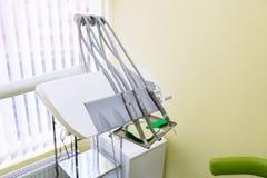 Εξοπλισμός γιατρών ` s και ιατρικά εργαλεία χωρίς ανθρώπους Πράσινο δωμάτιο χρώματος Στοκ φωτογραφίες με δικαίωμα ελεύθερης χρήσης