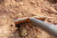 Εξοπλισμός για, φτυαρίζοντας, καφετί χώμα στοκ φωτογραφίες με δικαίωμα ελεύθερης χρήσης