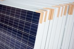 Εξοπλισμός εναλλακτικής ενέργειας ηλιακών πλαισίων στοκ εικόνα