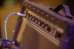 Εξοπλισμός ενισχυτών για την ηλεκτρική κιθάρα στοκ εικόνες με δικαίωμα ελεύθερης χρήσης