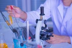 Εξοπλισμός εργαστηριακών διαφορετικός γυαλικών επιστήμης στοκ εικόνα