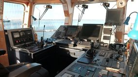Εξοπλισμός θαλάσσιας ναυσιπλοΐας στο πηδαλιουχείο φιλμ μικρού μήκους