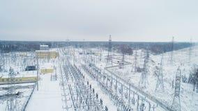 Εξοπλισμός και ενισχυτικοί πύργοι στο έδαφος σταθμών μετάδοσης απόθεμα βίντεο