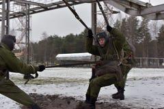 Εξοπλισμός κατάρτισης για τους στρατιωτικούς αλεξιπτωτιστές πριν από Στοκ εικόνες με δικαίωμα ελεύθερης χρήσης