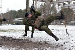 Εξοπλισμός κατάρτισης για τους στρατιωτικούς αλεξιπτωτιστές πριν από Στοκ φωτογραφία με δικαίωμα ελεύθερης χρήσης