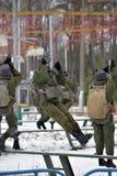 Εξοπλισμός κατάρτισης για τους στρατιωτικούς αλεξιπτωτιστές πριν από τα πρώτα άλματα Στοκ φωτογραφίες με δικαίωμα ελεύθερης χρήσης