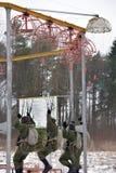 Εξοπλισμός κατάρτισης για τους στρατιωτικούς αλεξιπτωτιστές πριν από τα πρώτα άλματα Στοκ φωτογραφία με δικαίωμα ελεύθερης χρήσης